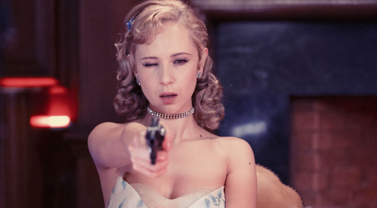 Juno Temple en una imagen de la miniserie 'Little birds'.