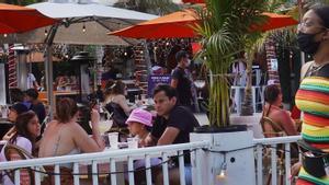Una terraza repleta de gente en Miami, el pasado 18 de marzo.