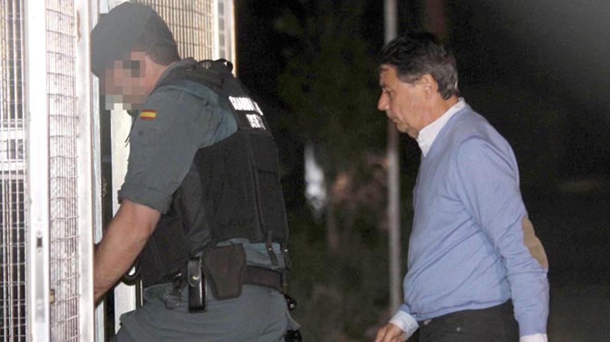 El ex vicepresidente era trasladado de madrugada a los calabozos de la Comandancia de la Guardia Civil.