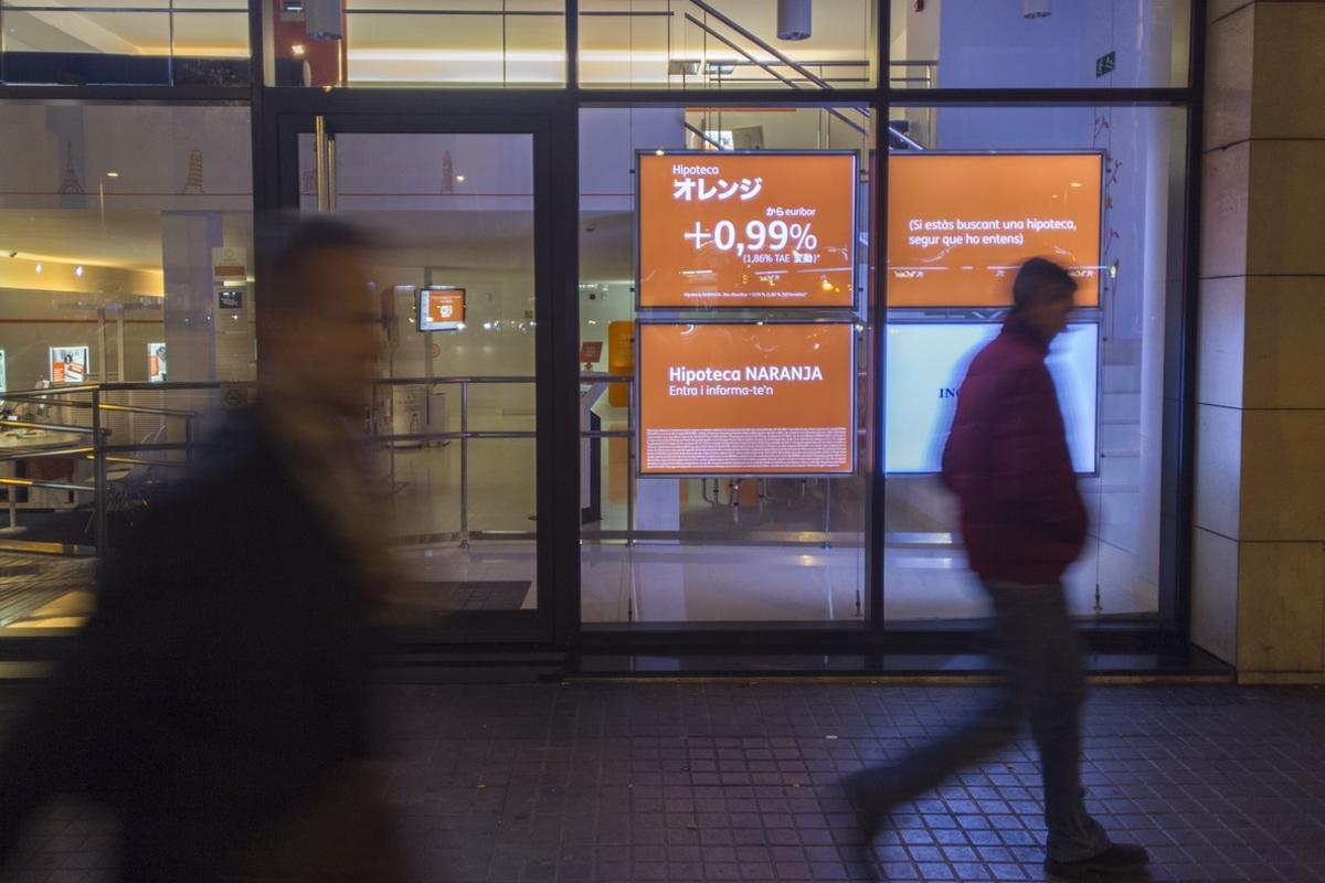 La banca mantienen la firma de hipotecas y siguen cargando el impuesto al cliente