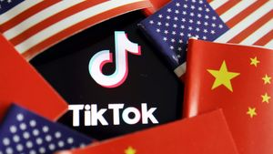 FILE PHOTO: China and U.S. flags are seen near a TikTok logo in this illustration picture taken July 16, 2020. REUTERS/Florence Lo/Illustration/File Photo