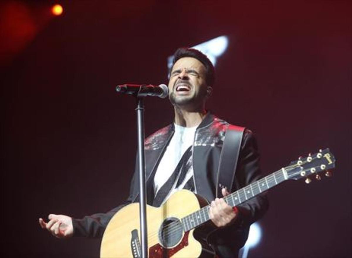 Luis Fonsi, anoche, durante el concierto en Cap Roig.