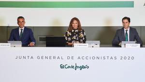 Víctor del Pozo, Marta Álvarez y José Ramón de Hoces en la junta de accionistas de hoy.