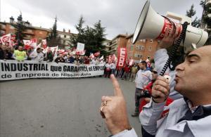 Protesta de trabajadores de Nissan en Ávila en eun conflicto en el 2010.