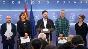 Els partits independentistes rebutgen la «legitimitat» de Felip VI