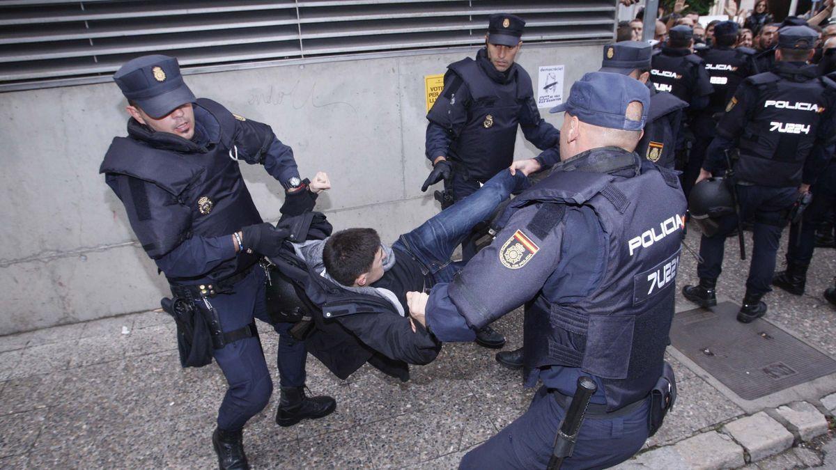 Actuación policial el 1-O en Girona.
