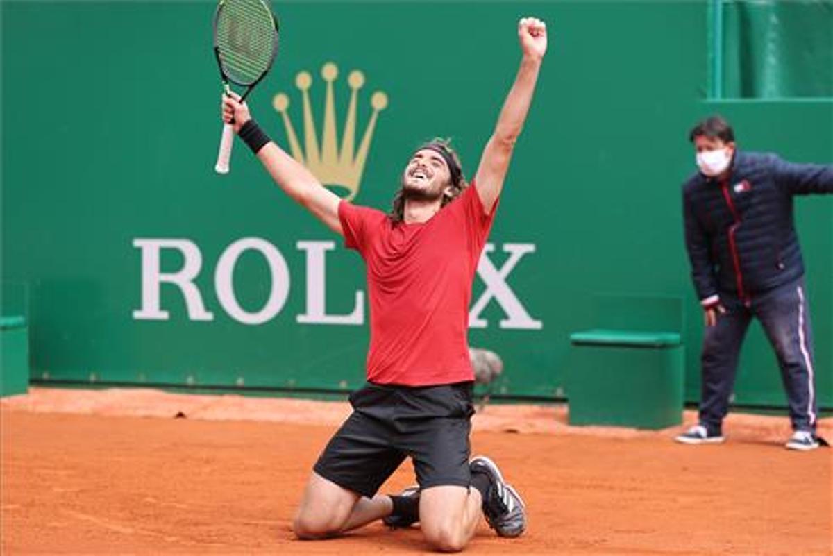 Tsitsipas celebra la victoria en Montecarlo.