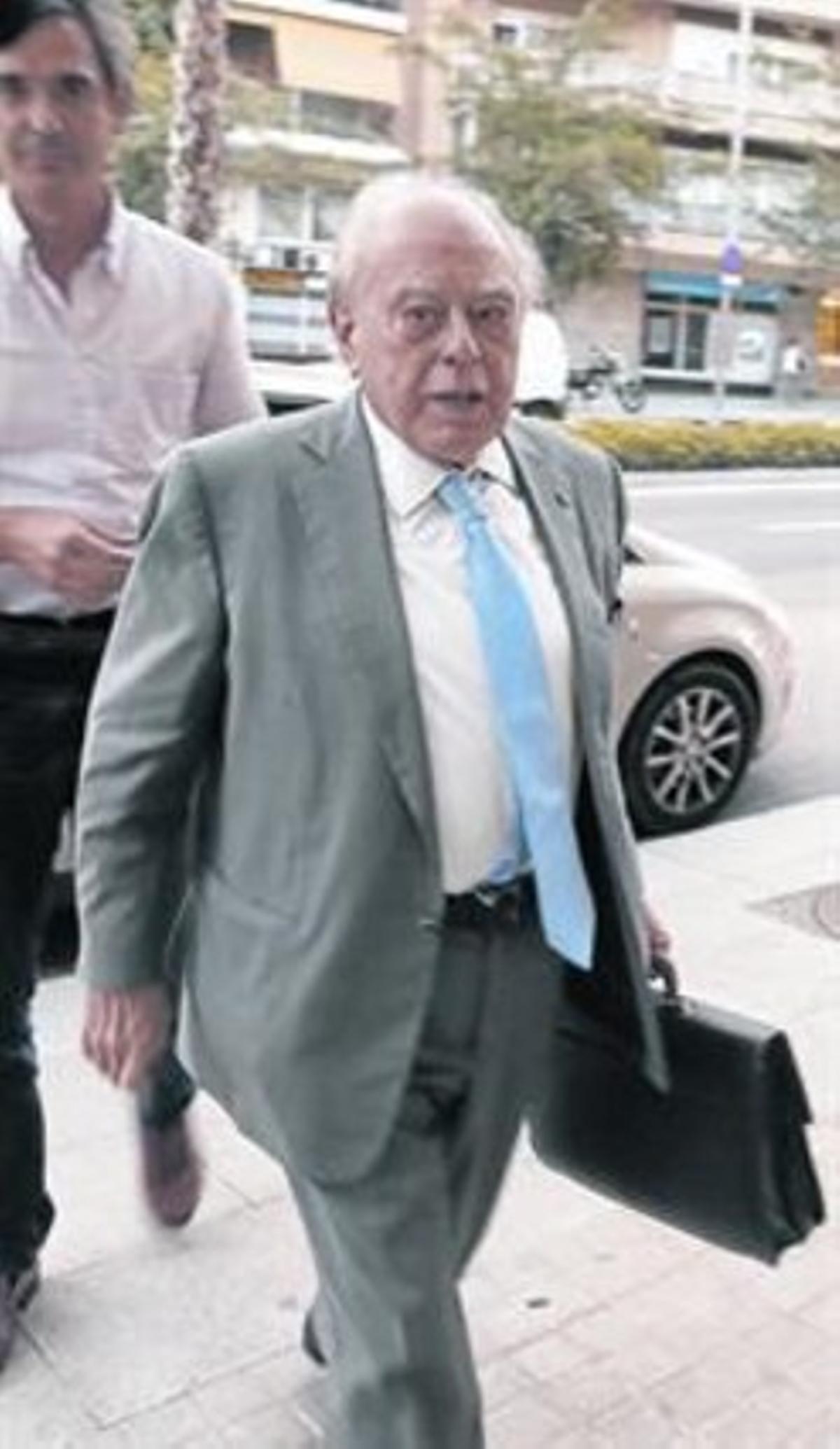 Jordi Pujol Soley, entrando en su casa en Barcelona, en septiembre.