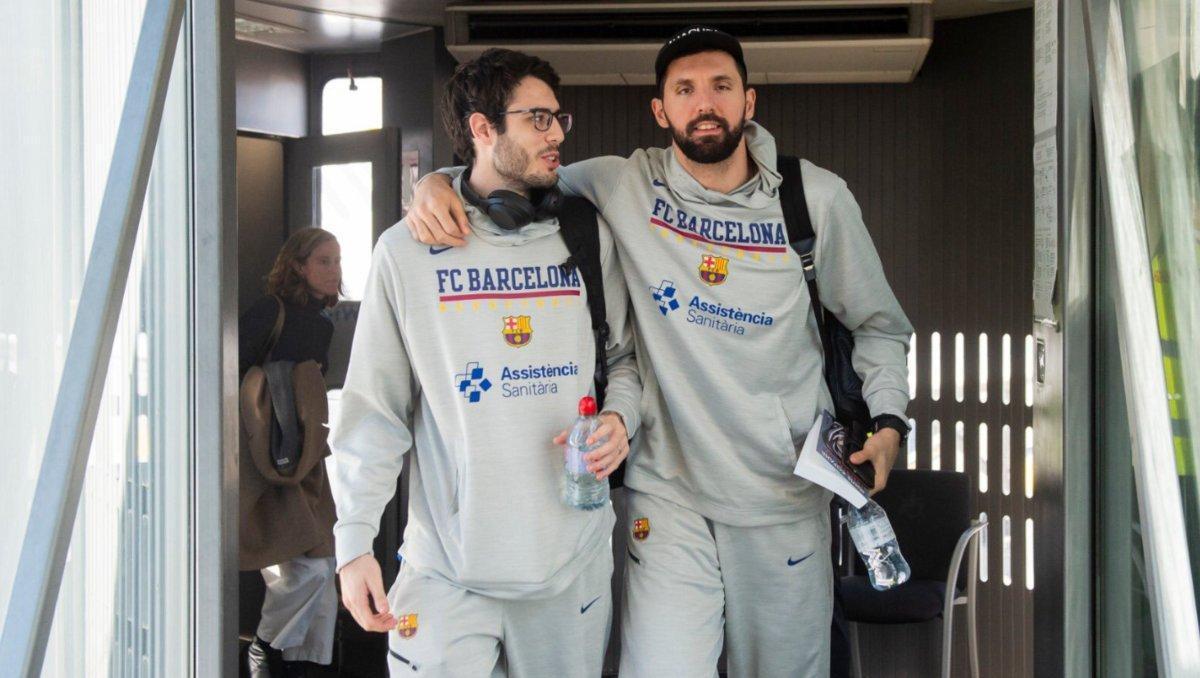 Mirotic y Abrines en un desplazamiento del Barça esta temporada