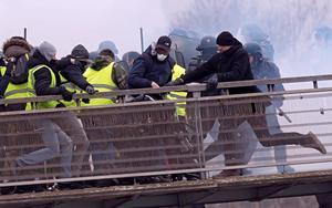 Manifestacion y protestas de loschalecos amarillosen ParisFrancia. EFE