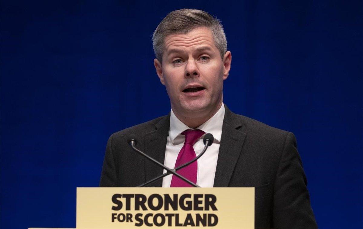 Dimiteix el ministre de Finances d'Escòcia per haver assetjat un noi de 16 anys per internet