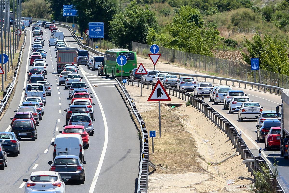 Congestión en la A-3, este viernes.