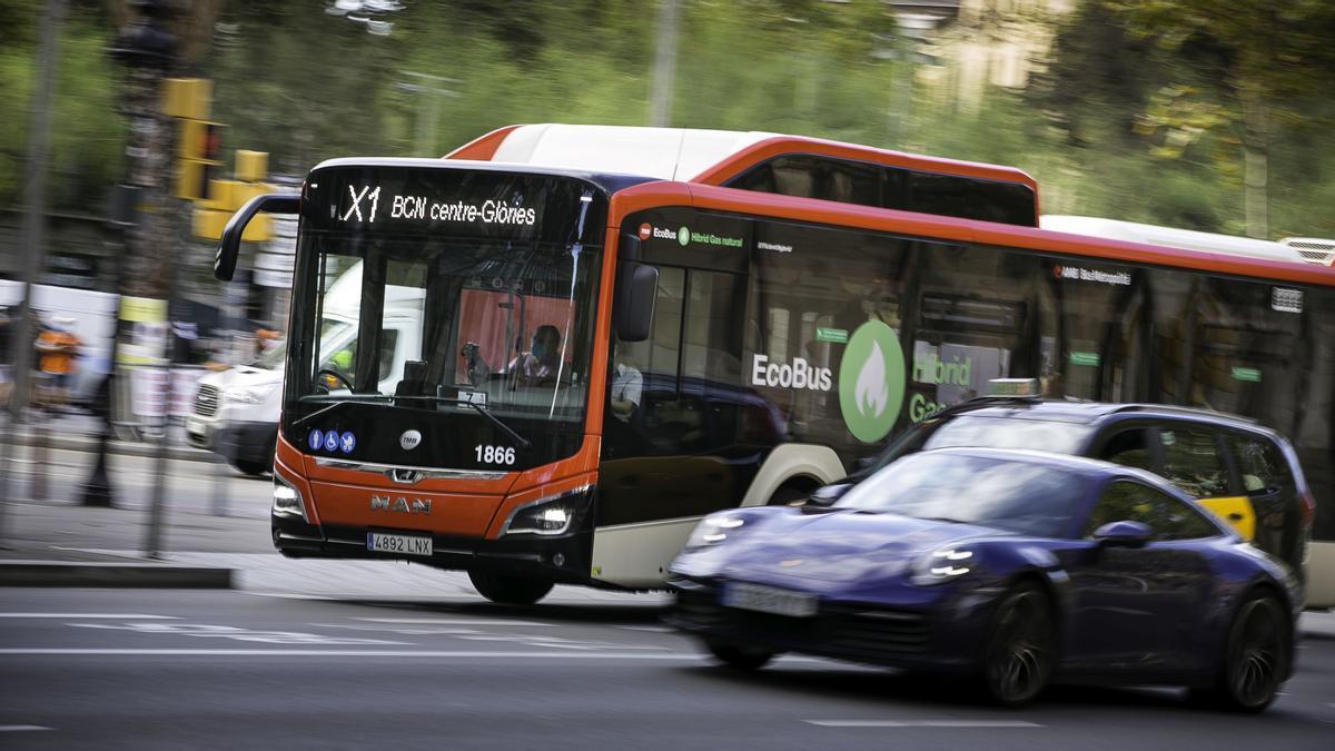 Barcelona estrena su primer bus exprés, el metro con vistas