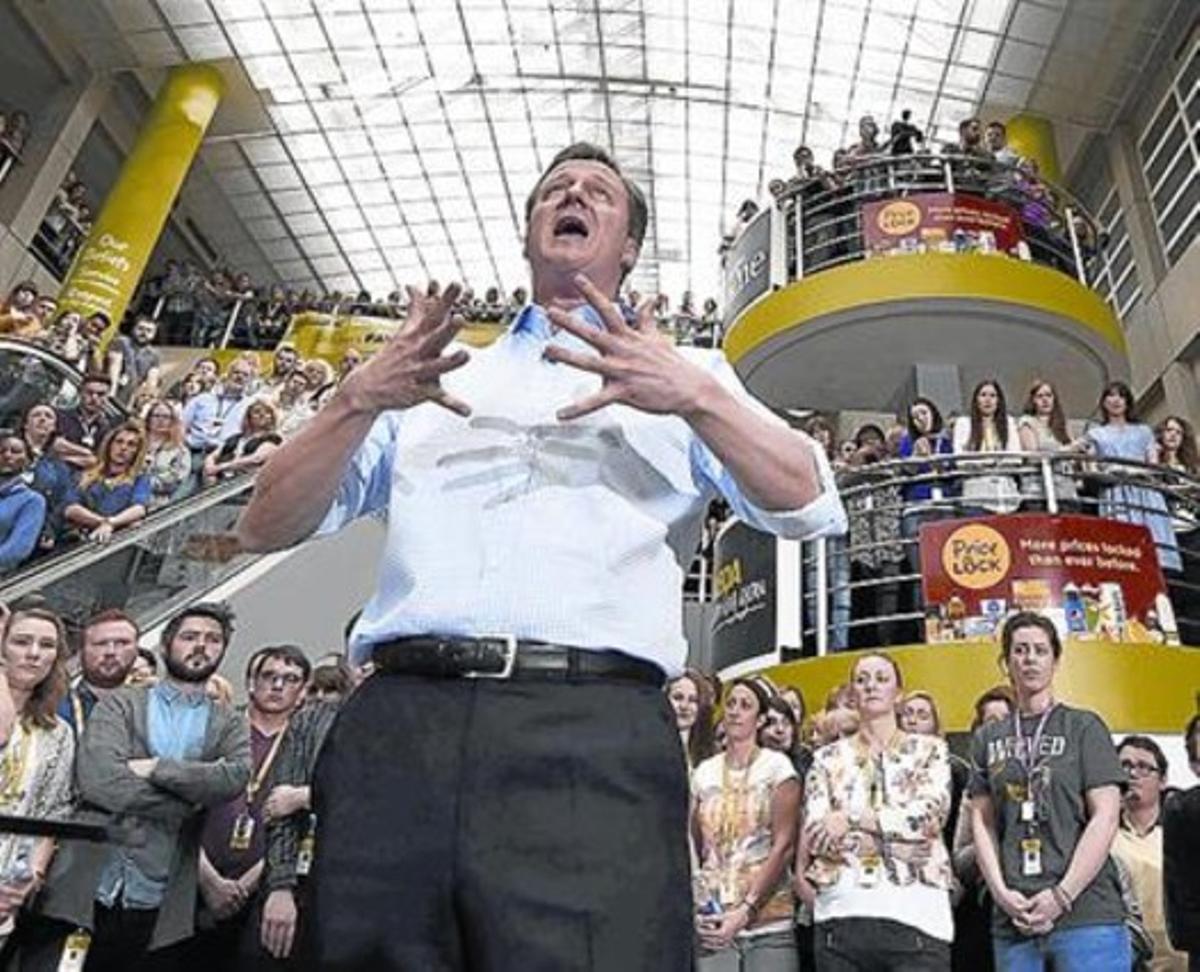 Cameron habla durante un acto de campaña, este viernes.