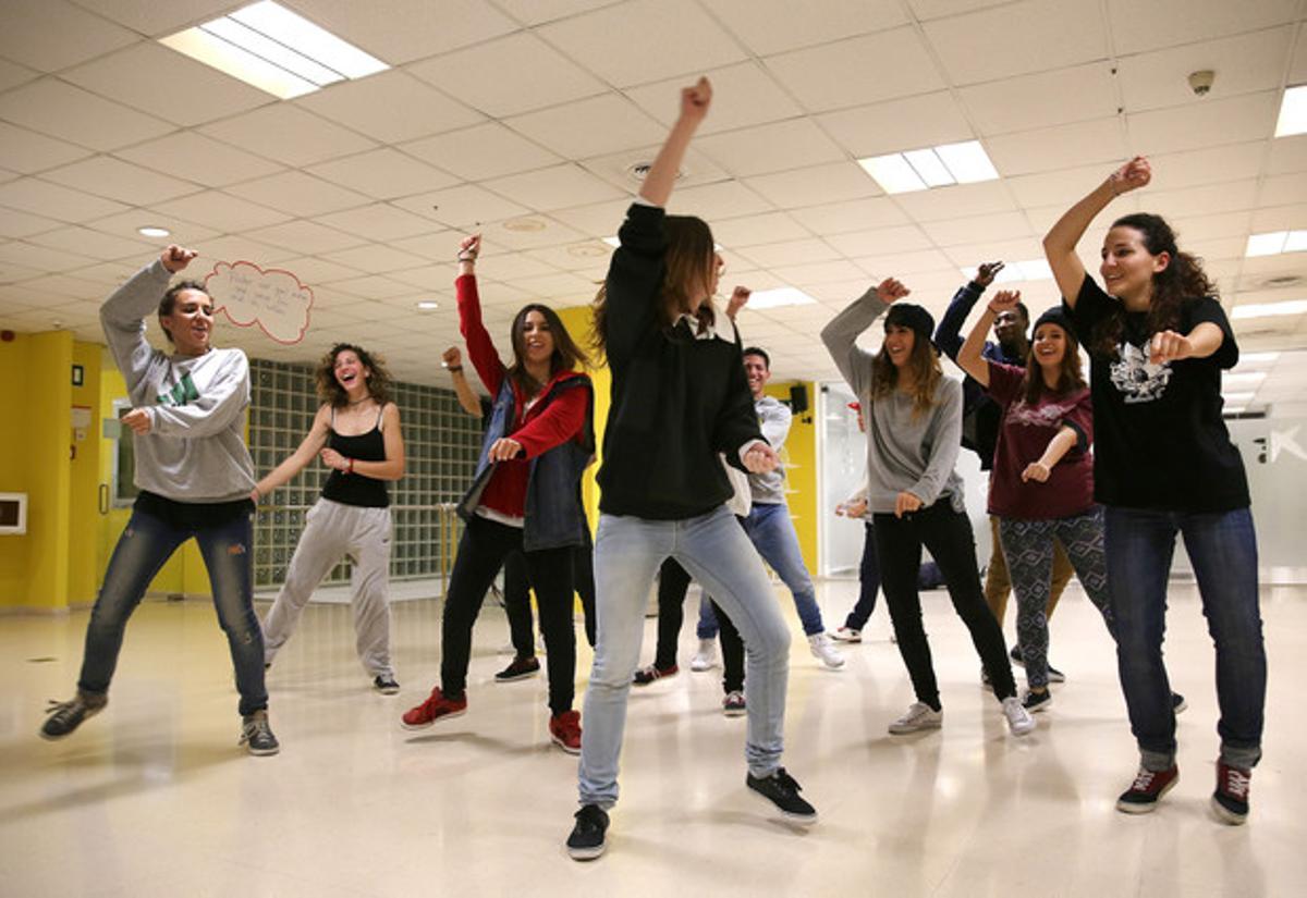 Baile y creación musical en el centro de jóvenes Garcilaso. ELISENDA PONS