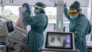 Catalunya dobla la xifra d'hospitalitzats en una setmana