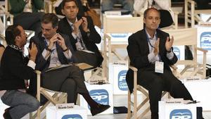 'El Bigotes' y Ricardo Costa, hablan junto a Camps y Rambla en un acto del PPCV en el 2009.
