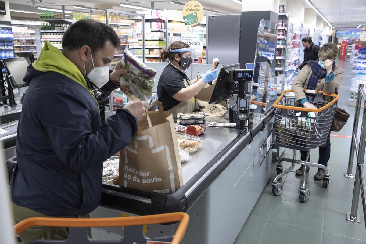 La compra en un supermercado Bon Preu.