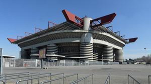 El popular, histórico y mítico estadio de San Siro pronto se vendrá abajo.