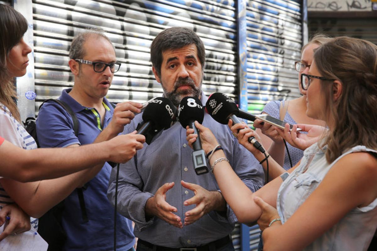 Jordi Sànchez atiende a los medios, el pasado 3 de julio tras votar en la consulta de la ANC.