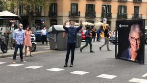 Jordi Cuixart, recibido con aplausos a su llegada a Òmnium.