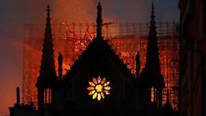 Macron da las gracias a quienes salvaron la catedral de Notre Dame hace un año