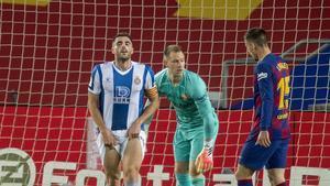 David López se lamenta de una ocasión ante Ter Stegen y Lenglet en el Camp Nou.