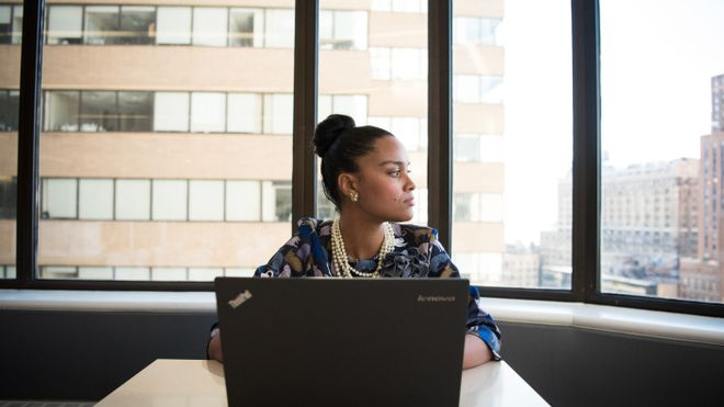 La bretxa salarial continua sense tancar-se: les dones es queden enrere en augments i bonificacions