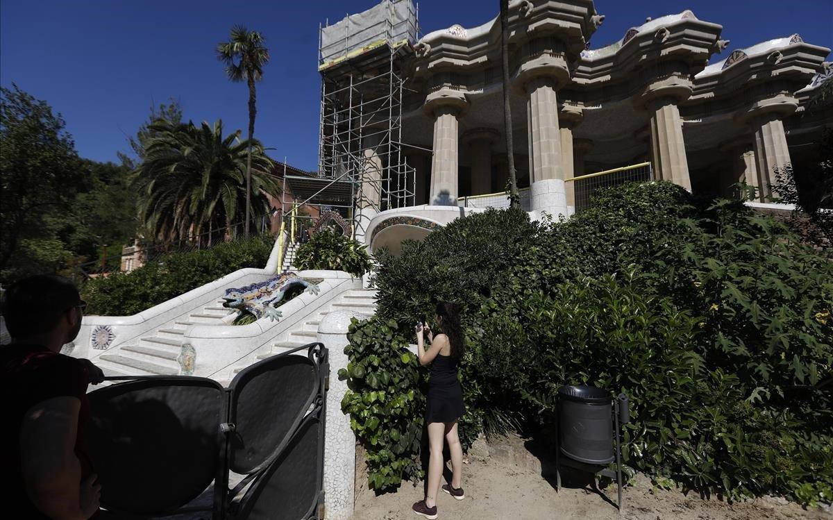 El Park Güell sin turistas vuelve a ser un espacio para los vecinos de Barcelona.