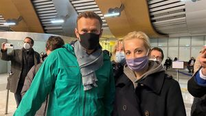 Navalni y su esposa Yulia, instantes antes de su arresto.