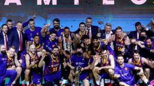 El Barça celebra en el podio la conquista de la Copa en Madrid