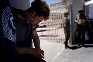 El contingente de migrantes que entró en Ceuta a nado se reduce en un goteo de retornos voluntarios a Marruecos.