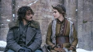 Orlando Bloom y Cara Delevingne, en 'Carnival Row' (Amazon Prime Video).