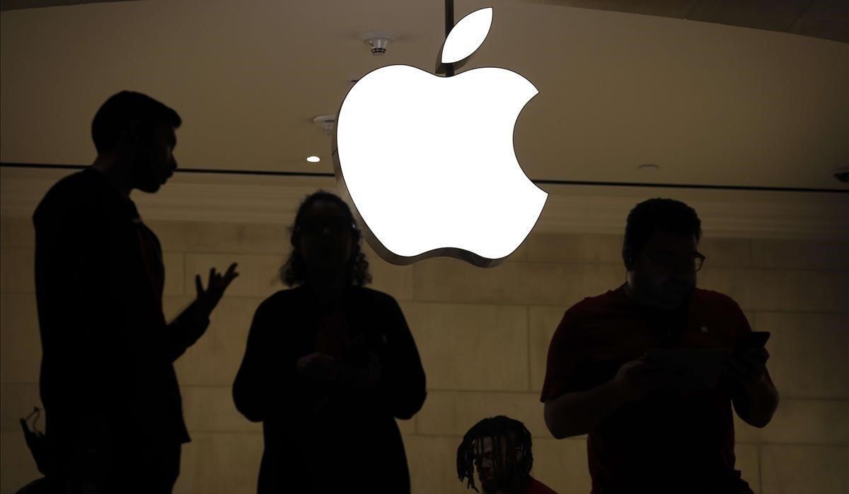 Empleados de una tienda minorista de Apple en Nueva York.