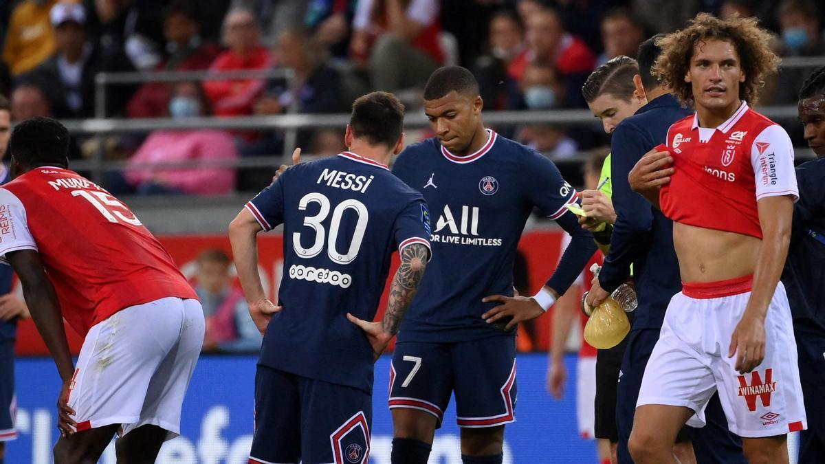 Messi y Mbappe intercambian unas palabras