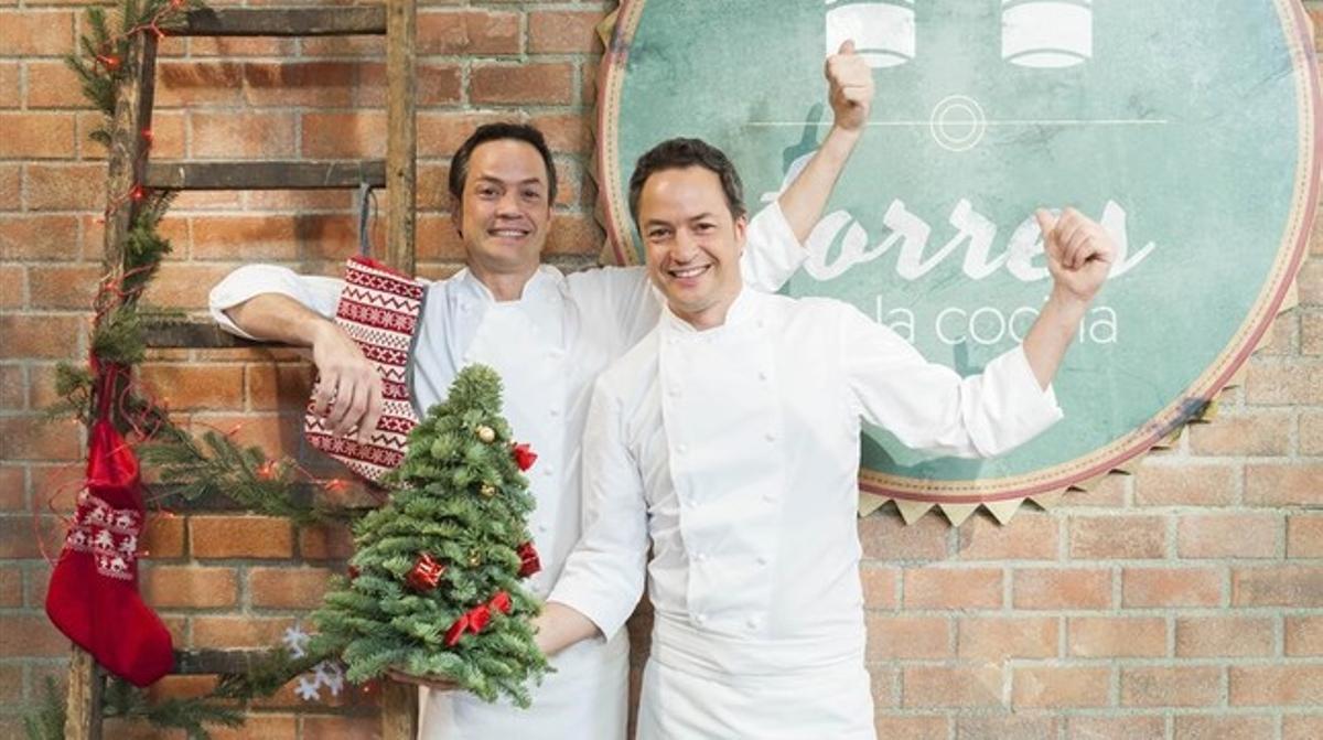 Los hermanos cocineros Javier y Sergio Torres, en el decorado del programa.