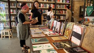 Interior de la librería Lata Peinada, en el Raval de Barcelona.