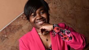Claudia Gisèle Ntsama, diseñadora camerunesa cuyas creaciones desfilan en Milán.