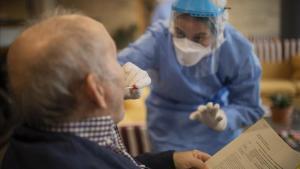Un gen vinculat a la demència duplica el risc de patir Covid-19 greu