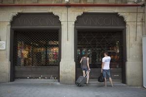 La tienda Vinçon, con las persianas bajadas definitivamente.