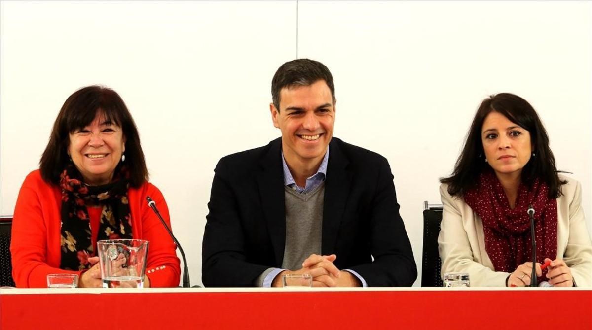 Cristina Narbona, Pedro Sánchez y Adriana Lastra, el pasado 12 de febrero en la sede del PSOE.