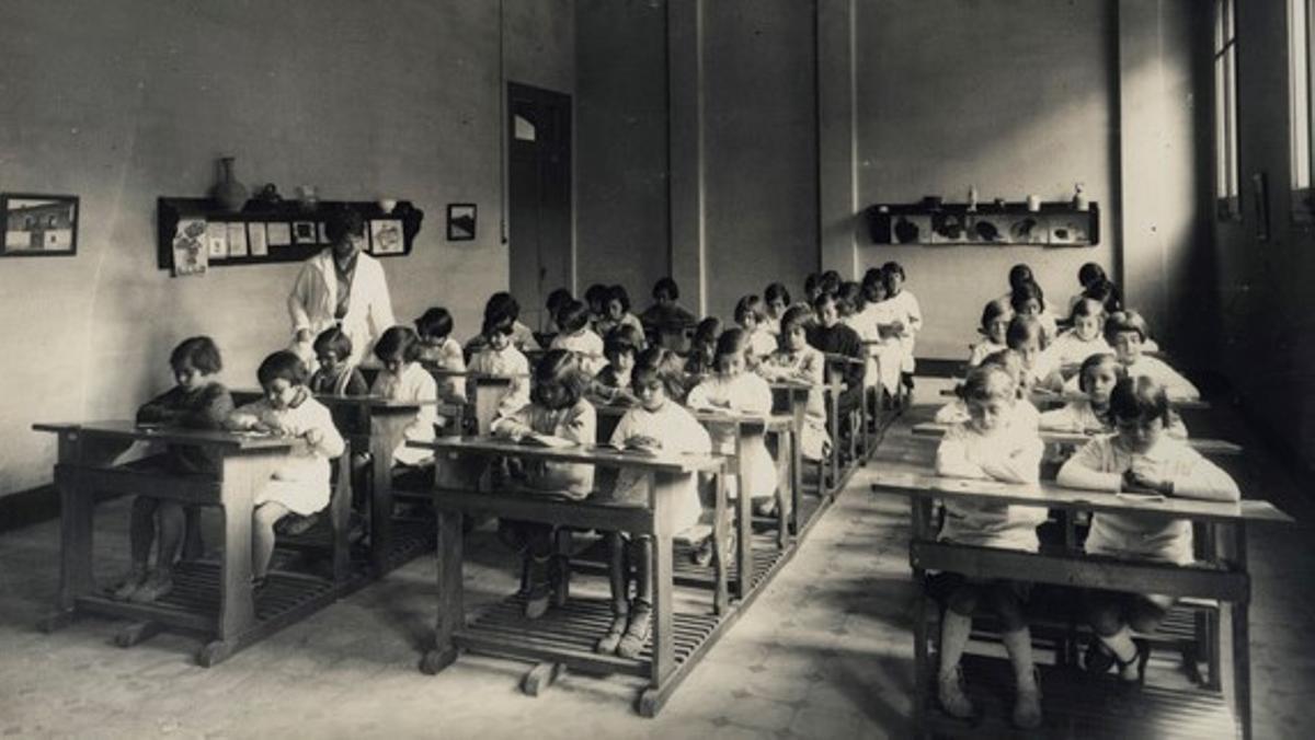 Aula del grupo escolar Giner de los Ríos de Barcelona en 1932.