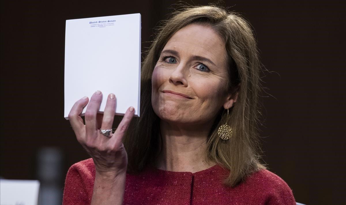 La candidata propuesta por los republicanos al Tribunal Suypremo, Amy Coney Barrett, durante su comparecencia en el Senado.