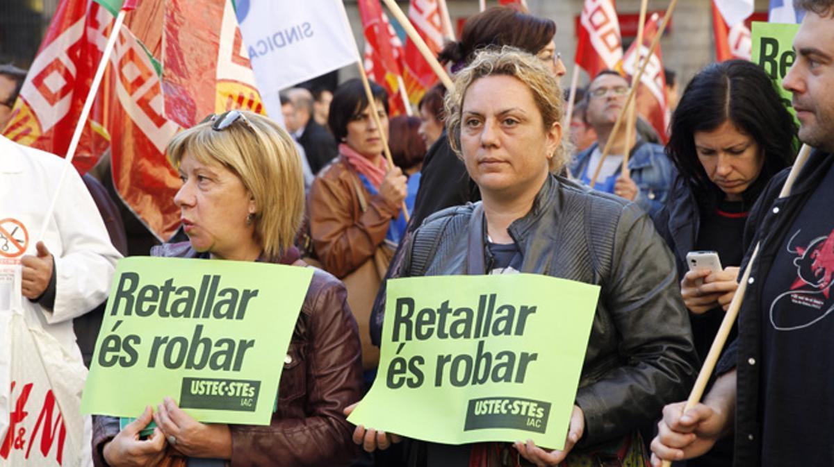 Concentración de funcionarios de la Generalitat para reclamar la devolución de las pagas extras.