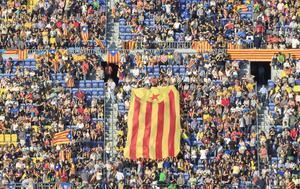 Una 'estelada' en el Camp Nou durante el Concert per la Llibertat.