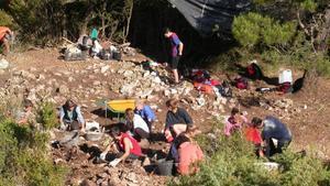 Campo de trabajo arqueológico en el poblado iberico  de Castellar en la Llacuna.