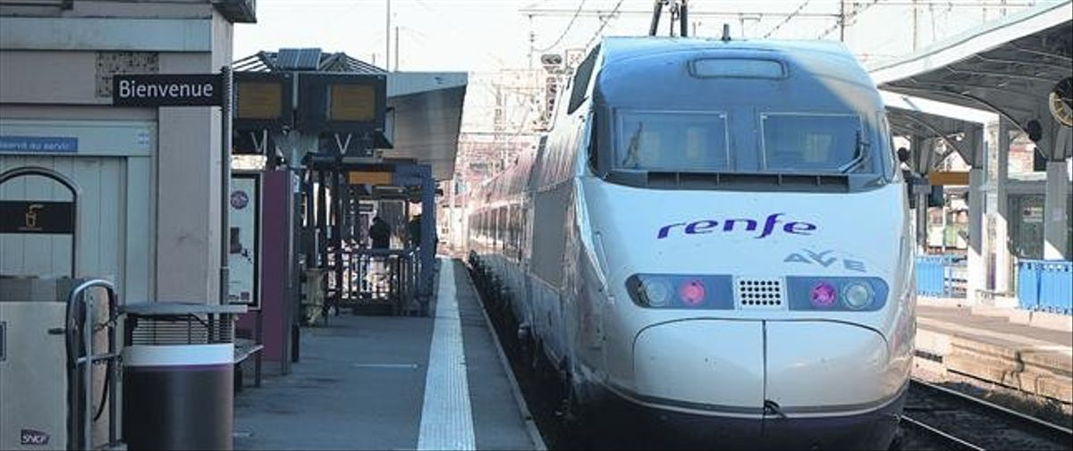 El primer viaje 8 El AVE S-100F, en su llegada a la estación de Toulouse-Matabiau, ayer, a las 13.40 horas.