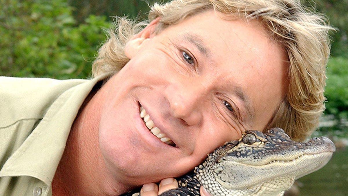 Steve Irwin posa con un cocodrilo en el zoo de San Francisco.