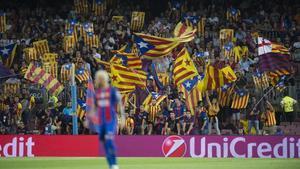'Estelades' en el Camp Nou durante el partido ante el Celtic.