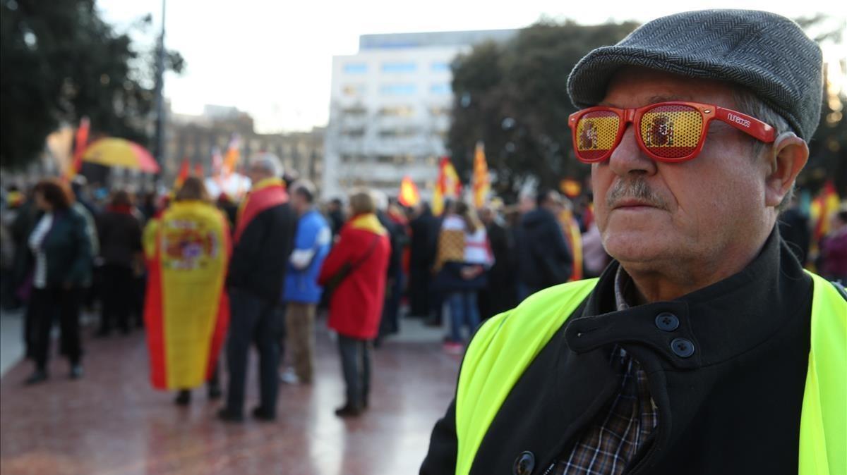 Concentración a favor de la unidad de España en la plaza de Catalunya.